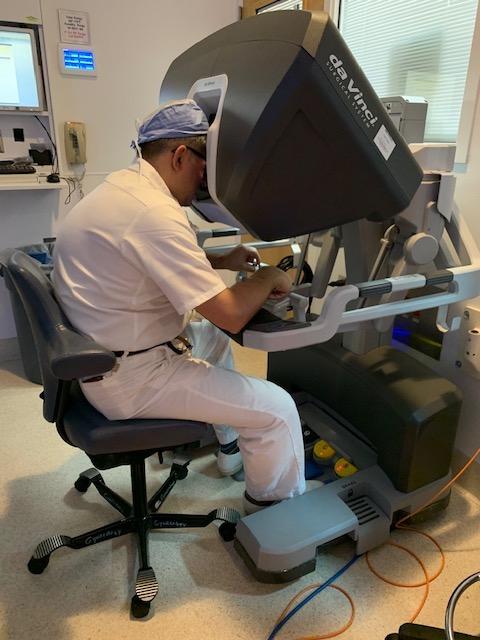 Dr. Jihad Kaouk operating the da Vinci Single Port robot